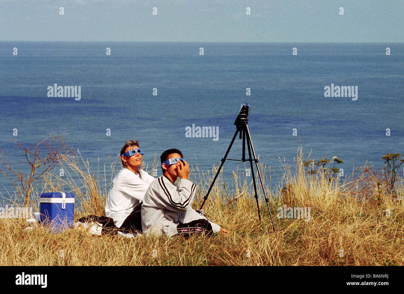 France, family looking at a total solar eclipse (August 11, 1999) - Stock Image