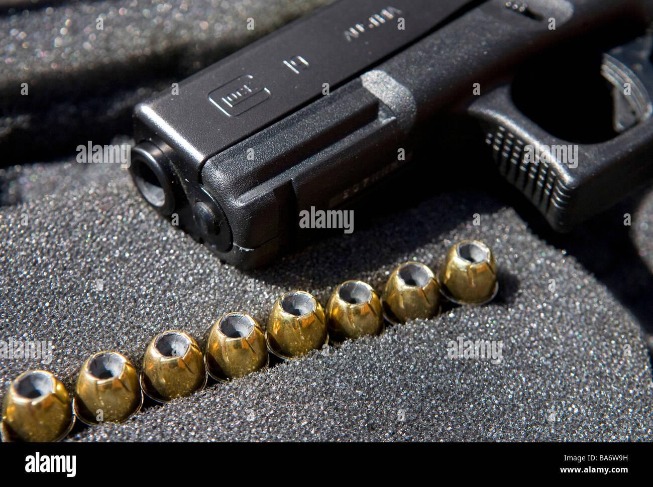 12 April 2009 Frederick Maryland A Glock 9mm handgun and its ammunition - Stock Image