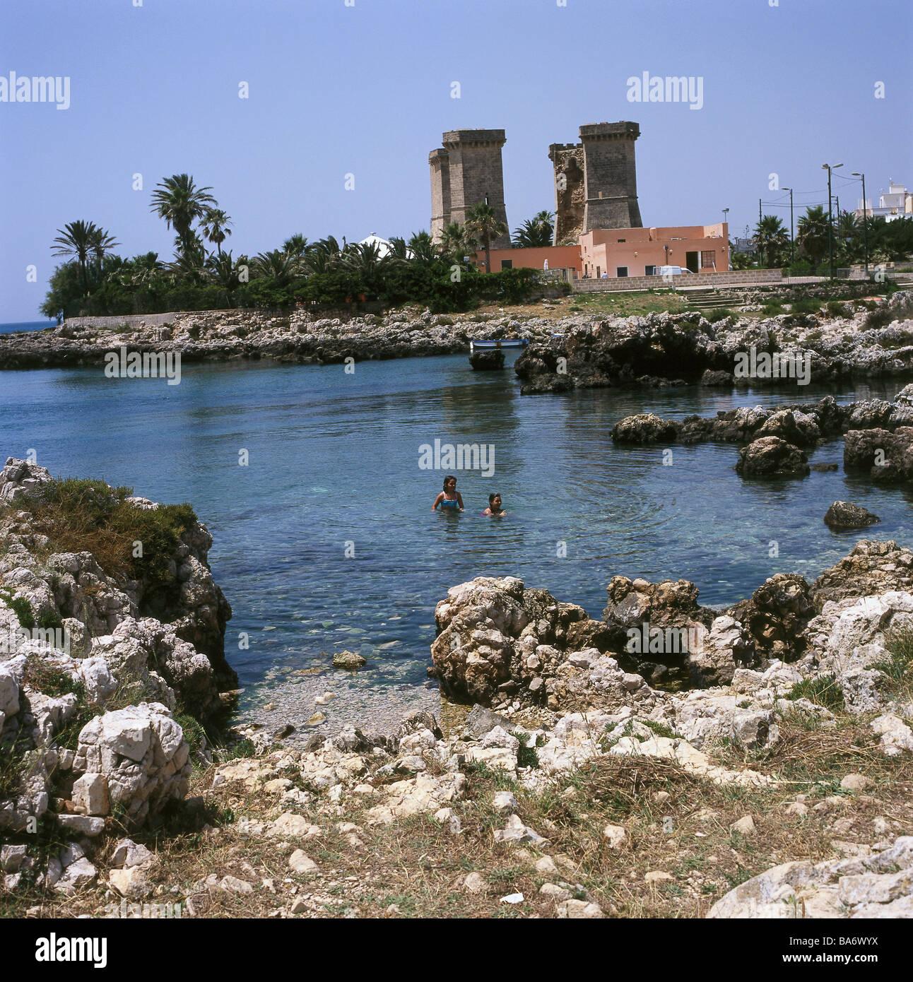 Italy Apulien Santa Maria al Bagno 'Quattro colonne rock-coast swimmers South-Italy Salento coast buildings - Stock Image