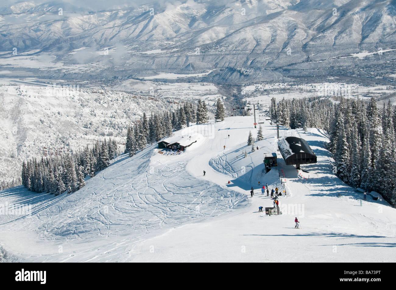 Cloud Nine Alpine Bistro and bottom of the Loge Peak Lift, Aspen Highlands Ski Area, Aspen, Colorado. - Stock Image