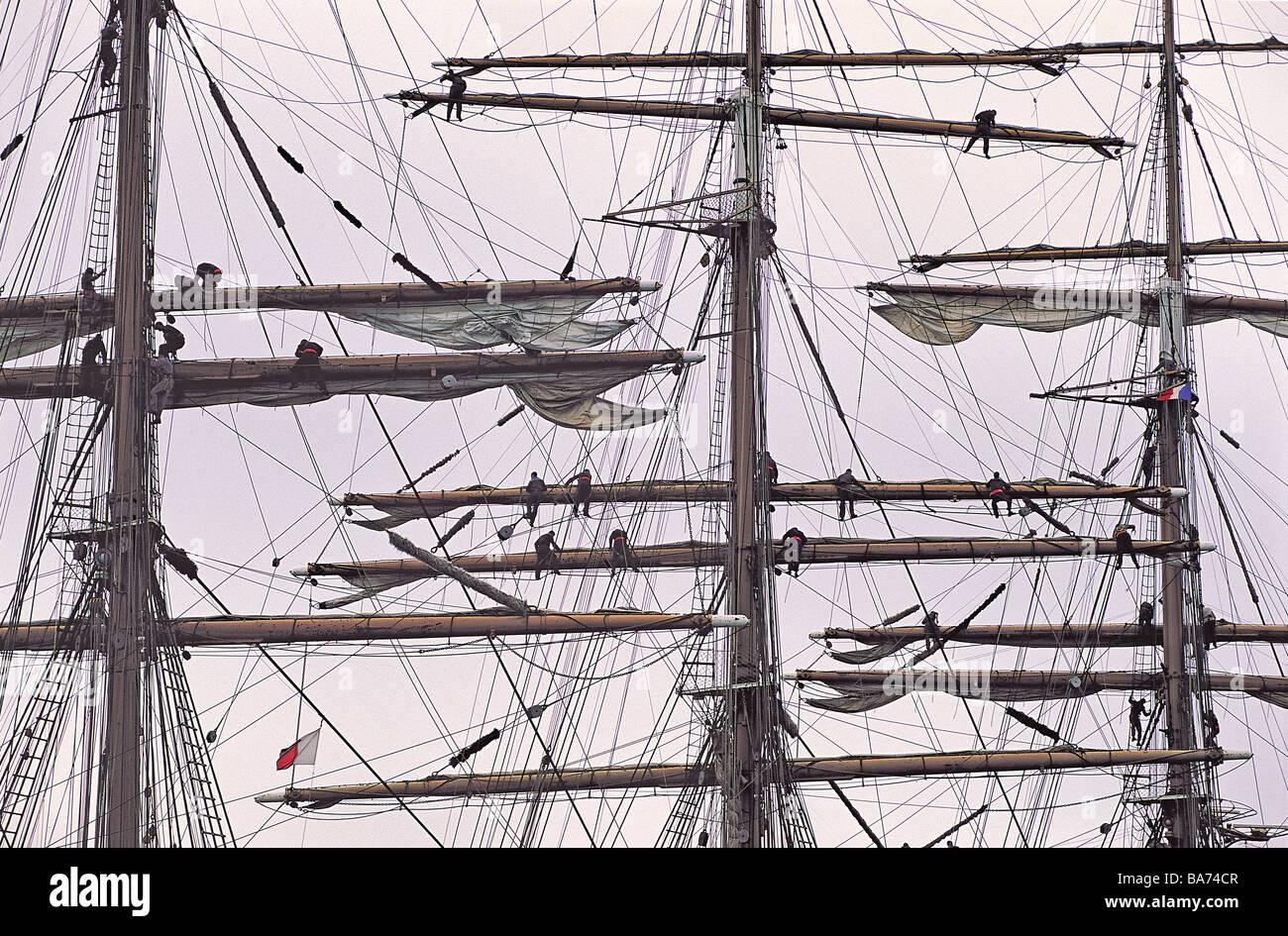 France, Finistere, Rade de Brest, manoeuvre of topmen on Sedov Ship, the biggest training ship of the world - Stock Image