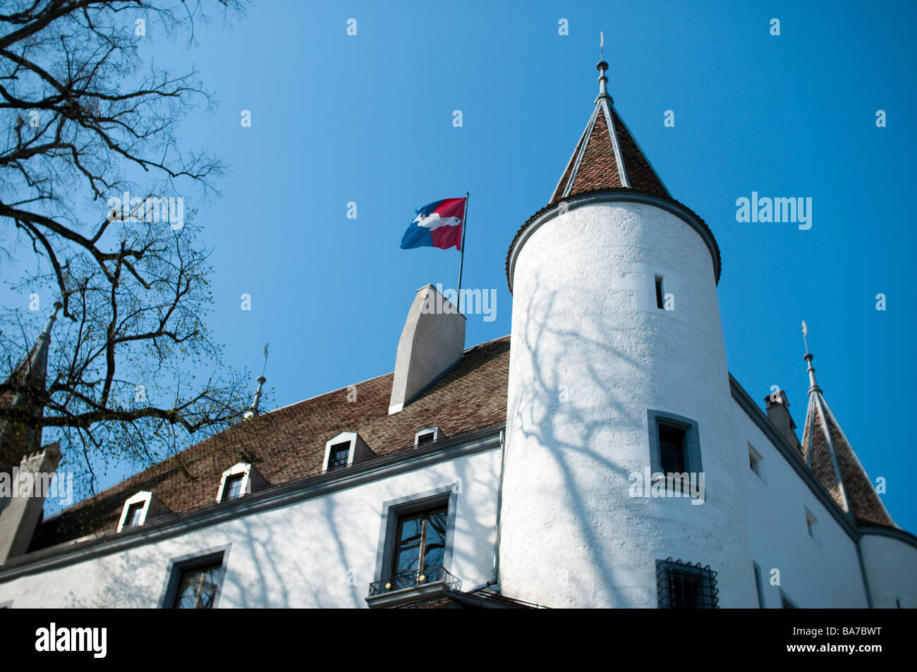 Château de Nyon, Switzerland, a white castle built on the site of an ancient roman fortress overlooks lake - Stock Image