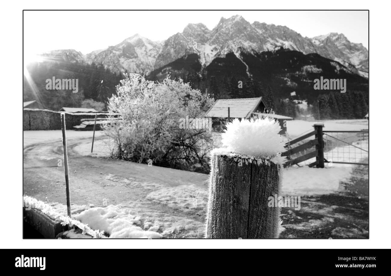 Germany Bavaria highland-shaft way wood-post hoarfrost winters s/w waiter-Bavaria Alps Alps-foreland Grainau landscape - Stock Image
