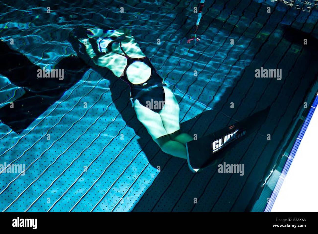 woman diving apnea in a swimming pool Stock Photo: 23553211 - Alamy