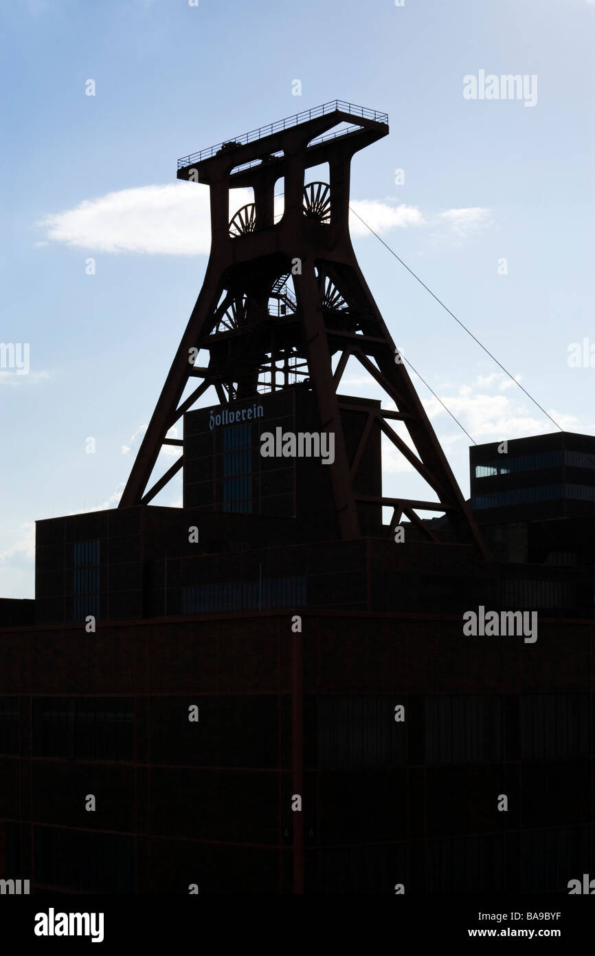 winding tower of shaft 12 at UNESCO world heritage site Zollverein Coal Mine Industrial Complex,  Essen, silhouette, - Stock Image