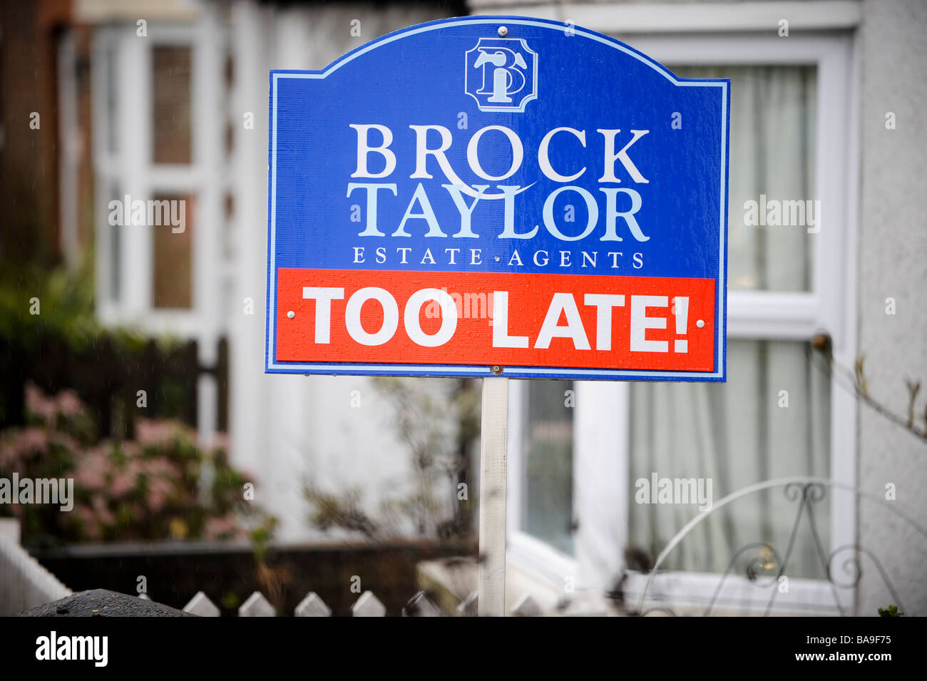 House buying: a UK estate agent in West Sussex uses the phrase 'too late' instead of sold on their sold - Stock Image