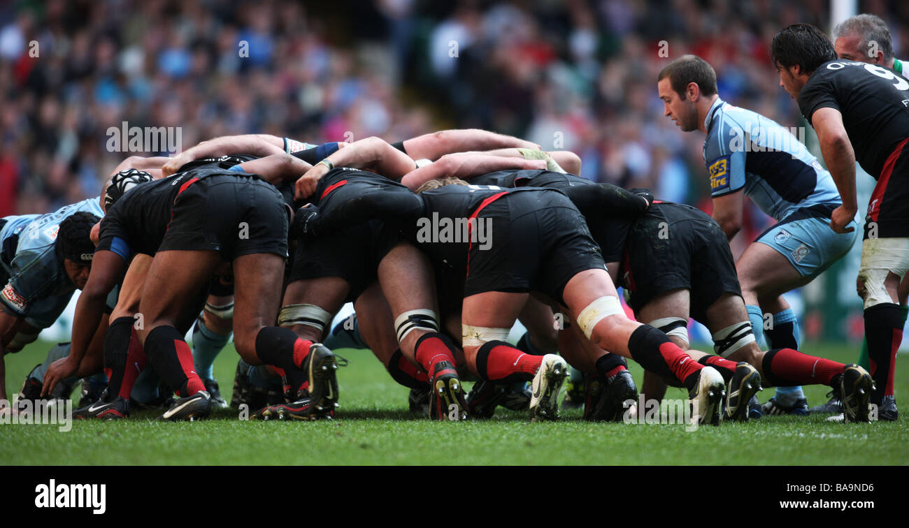 rugby union scrum harlequins leinster - Stock Image