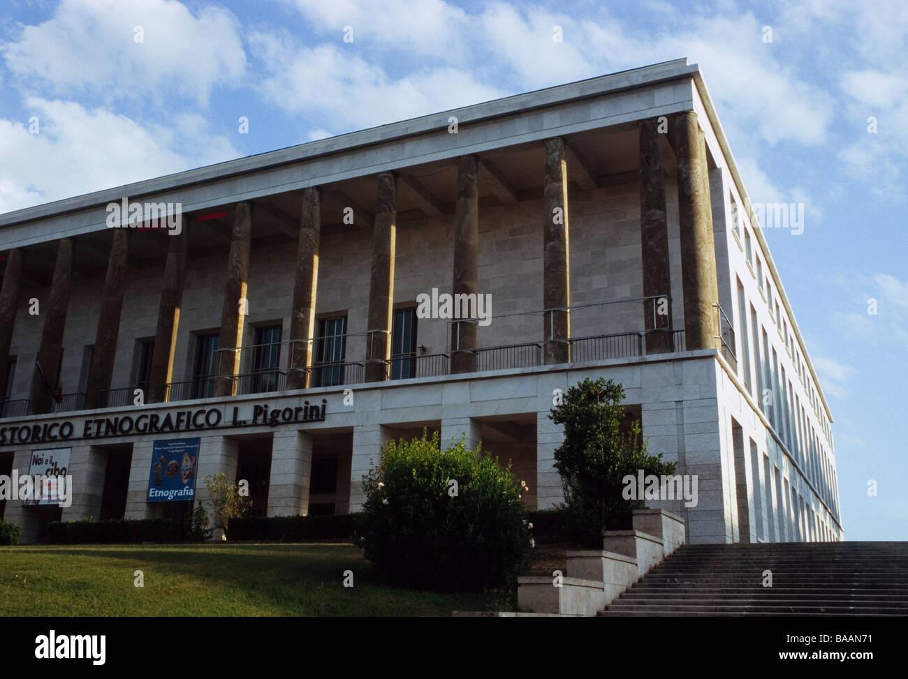 Palazzo delle Scienze in the EUR district, Rome Stock Photo
