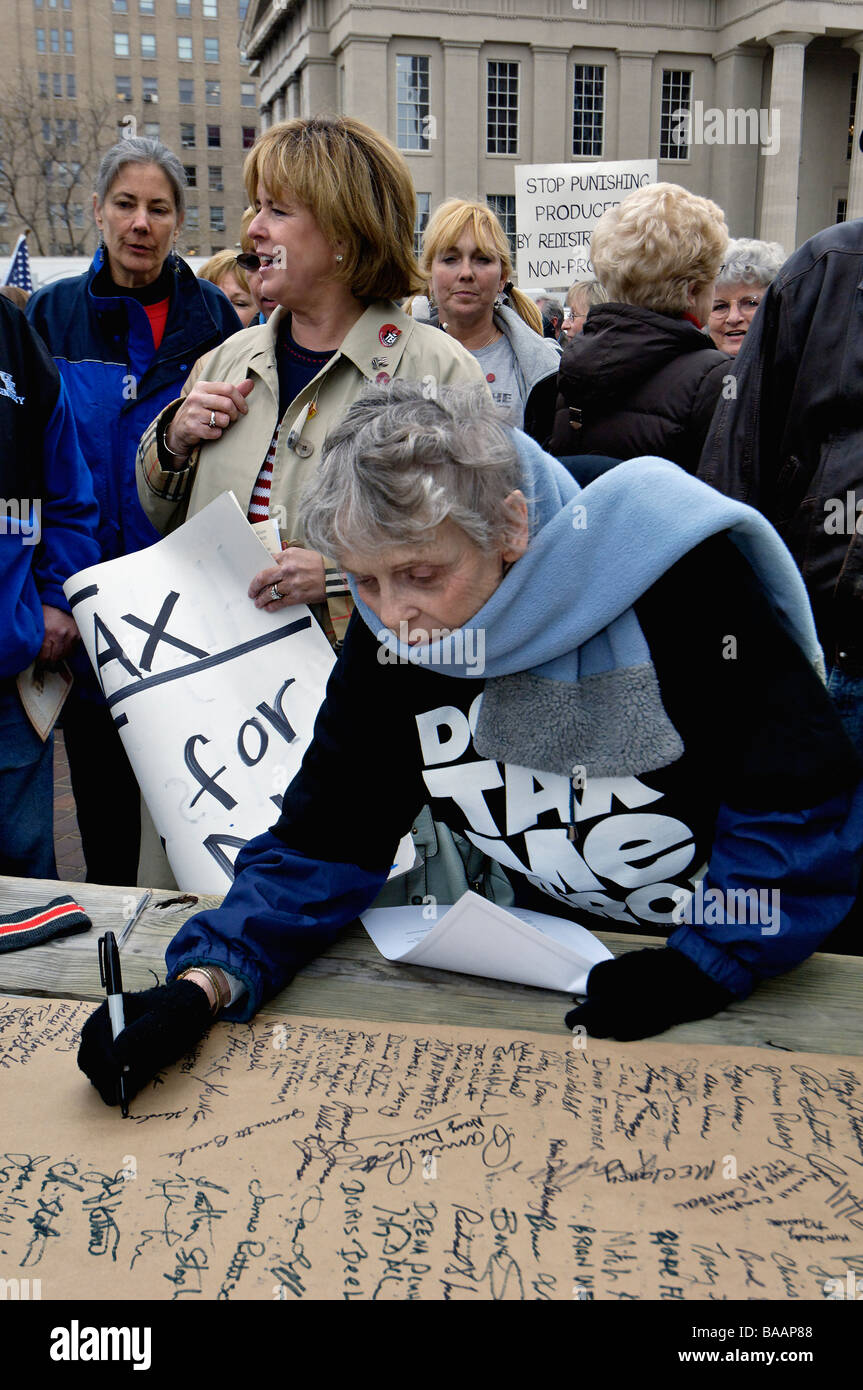 Older Woman Signing Petition at the April 15 Tea Party in Louisville Kentucky - Stock Image