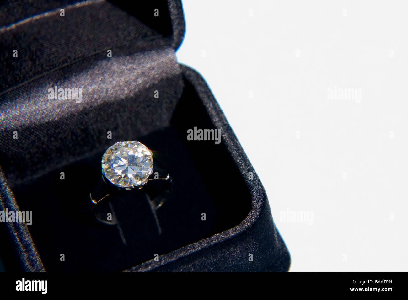 Sparkling diamond ring in velvet box - Stock Image