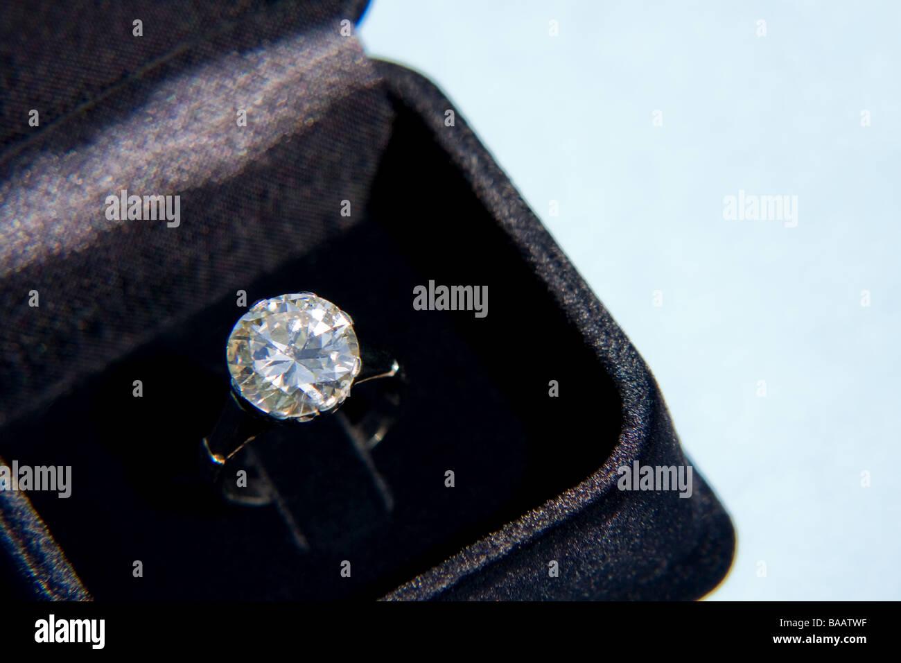 Precious diamond ring in velvet box - Stock Image
