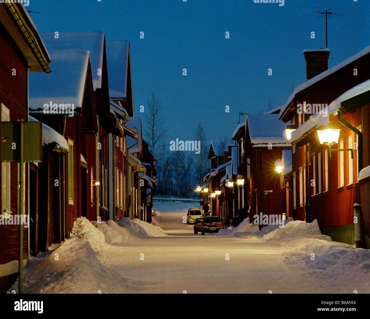 Red cottages a winter night in Dalarna, Sweden. - Stock Image