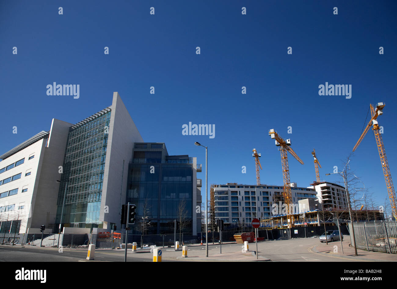 new apartment and office blocks being built as part of the renewal of titanic quarter queens island belfast northern - Stock Image