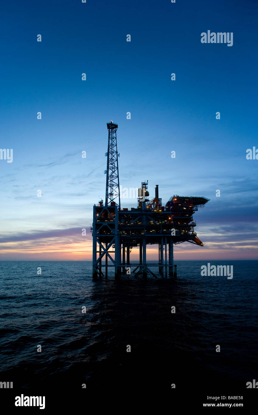 Hanze oil platform at dawn - Stock Image