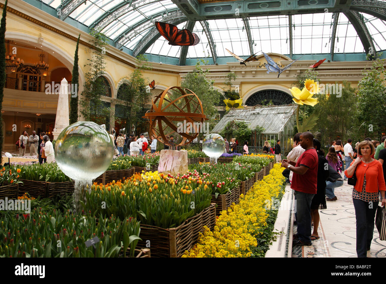 the conservatory and botanical gardens within the bellagio hotel and ...