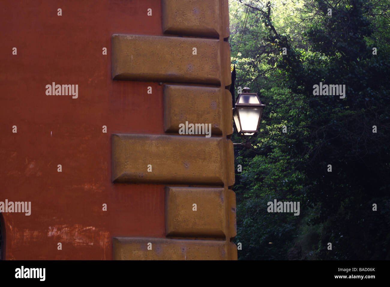 Wall with street lamp on a street of Trastevere, Rome, Italy. - Stock Image