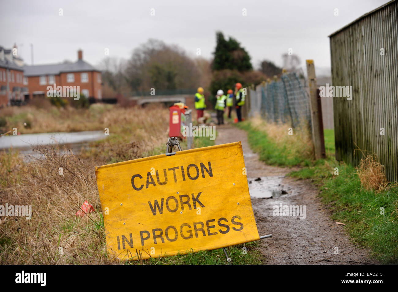 WARNING SIGN FOR A WORK PARTY FROM THE COTSWOLD CANALS TRUST CLEARING TREES FROM THE TOW PATH AT STONEHOUSE AS PART - Stock Image