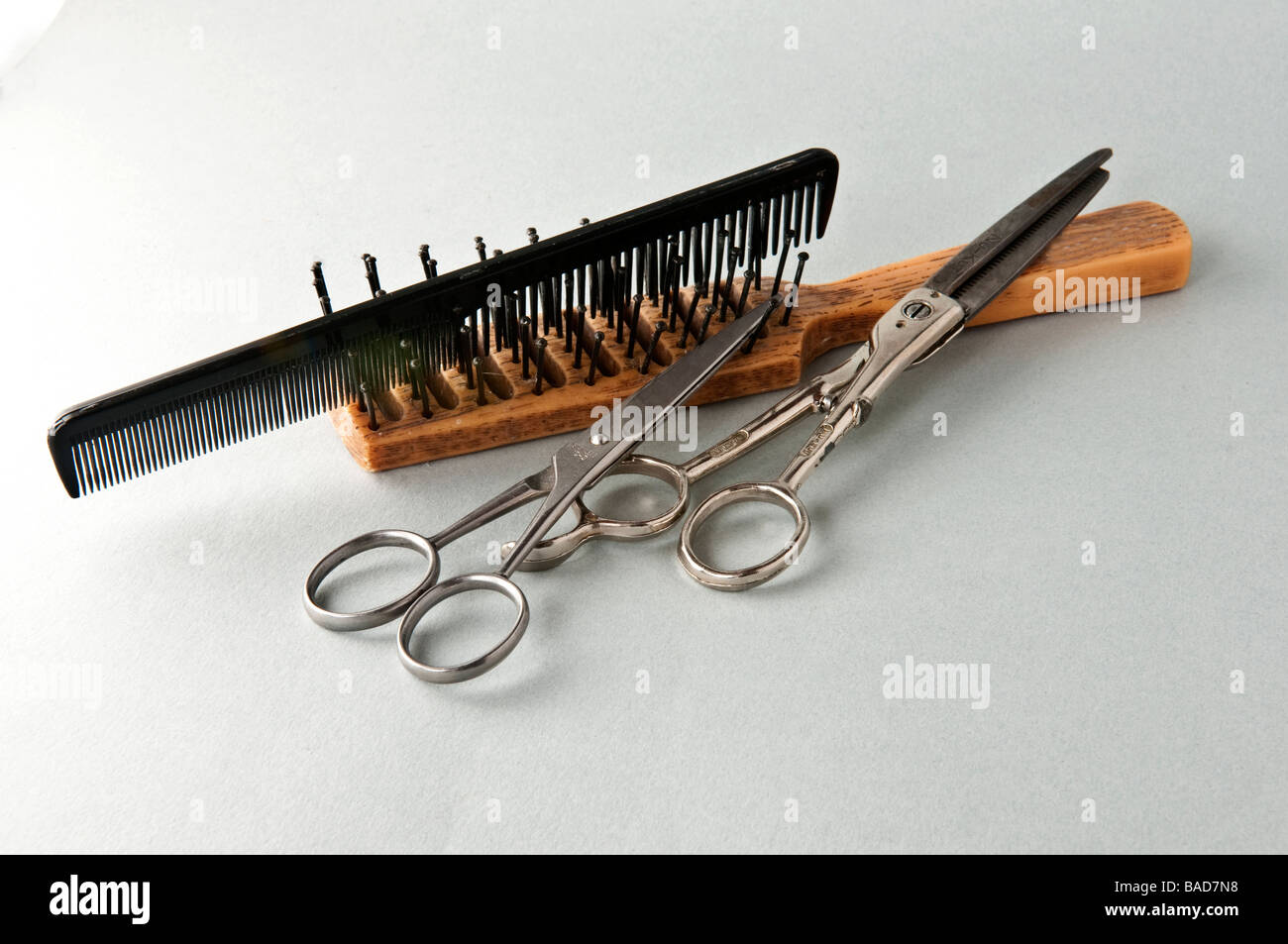 black comb brush and barber shears - Stock Image