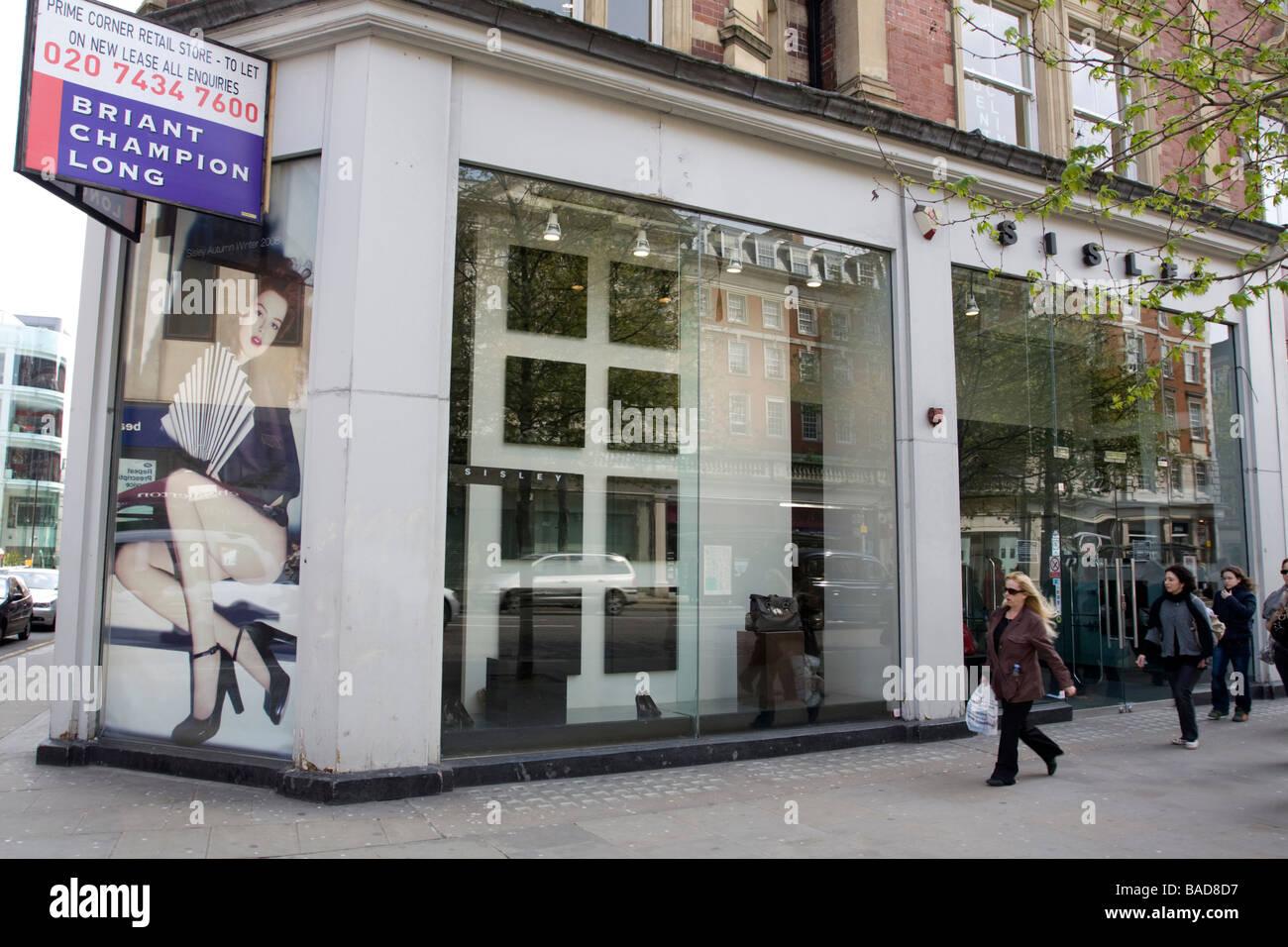 Vacant shop Kensington High Street London - Stock Image
