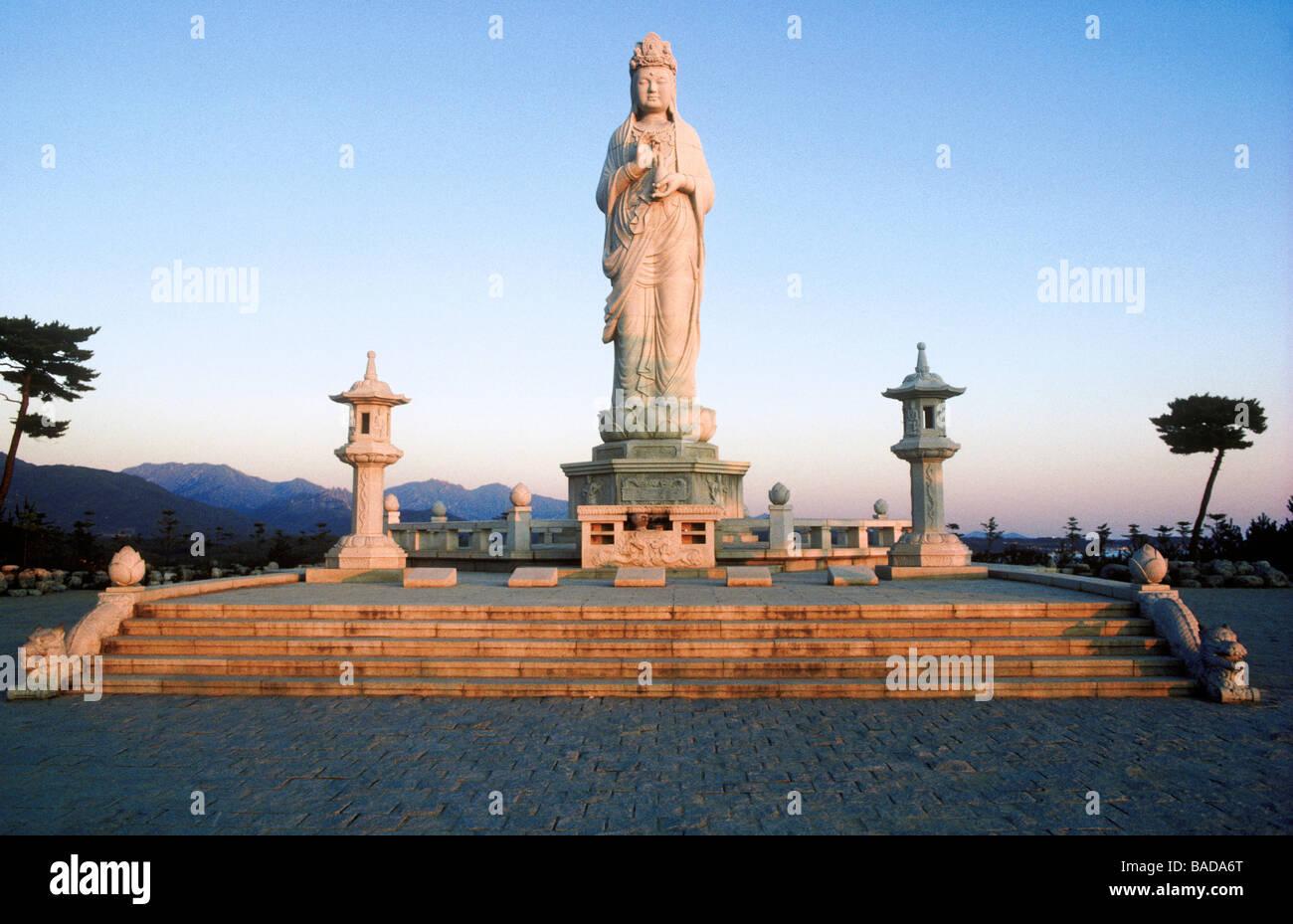 South Korea, Kangwon province, Naksan Sa Temple, Buddha of Mercy, statue of Kwanseum - Stock Image