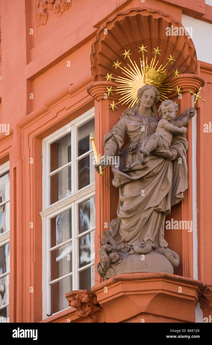 Germany, Baden Württemberg, Heidelberg, Lady of the Holy Trinity on the Meder house in the main street Hauptstrasse - Stock Image