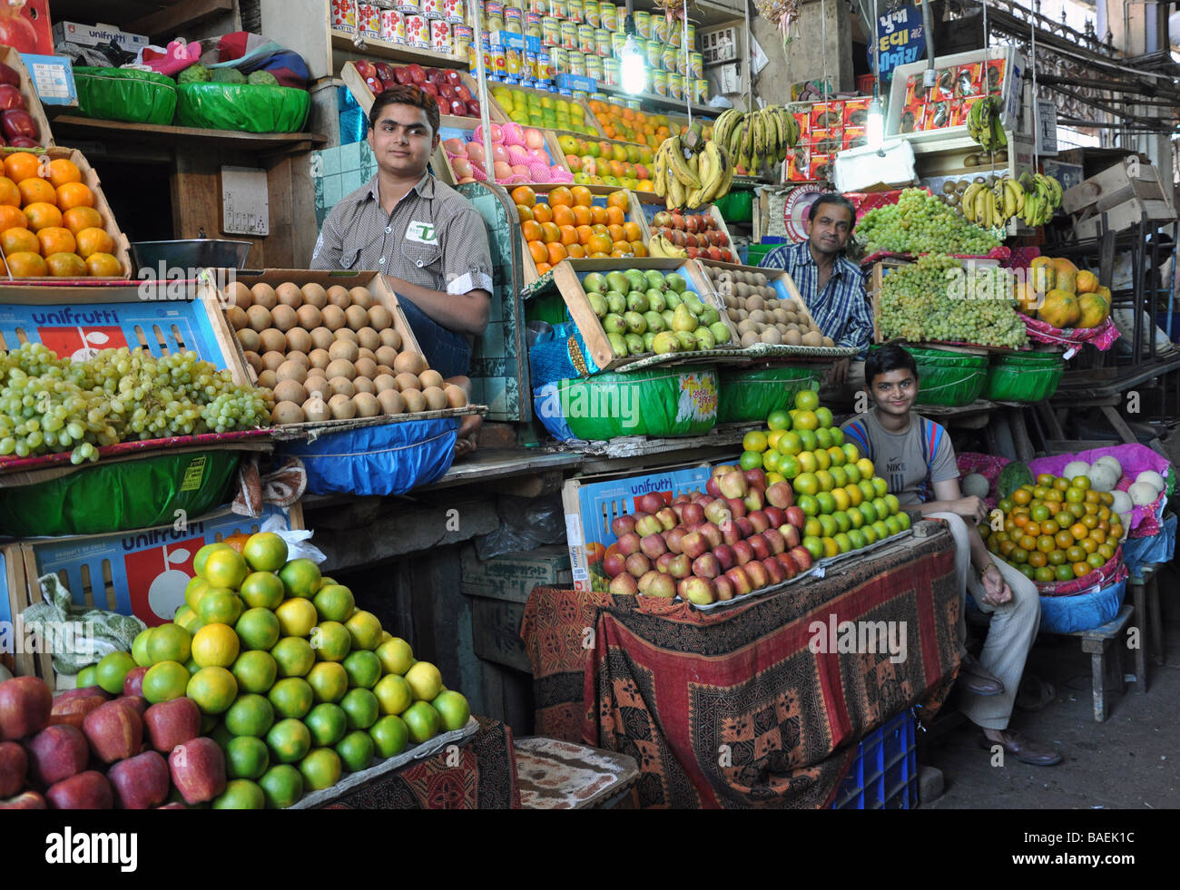 A quiet Afternoon at Ahmedabad Fruit & Vegetable Market - Stock Image