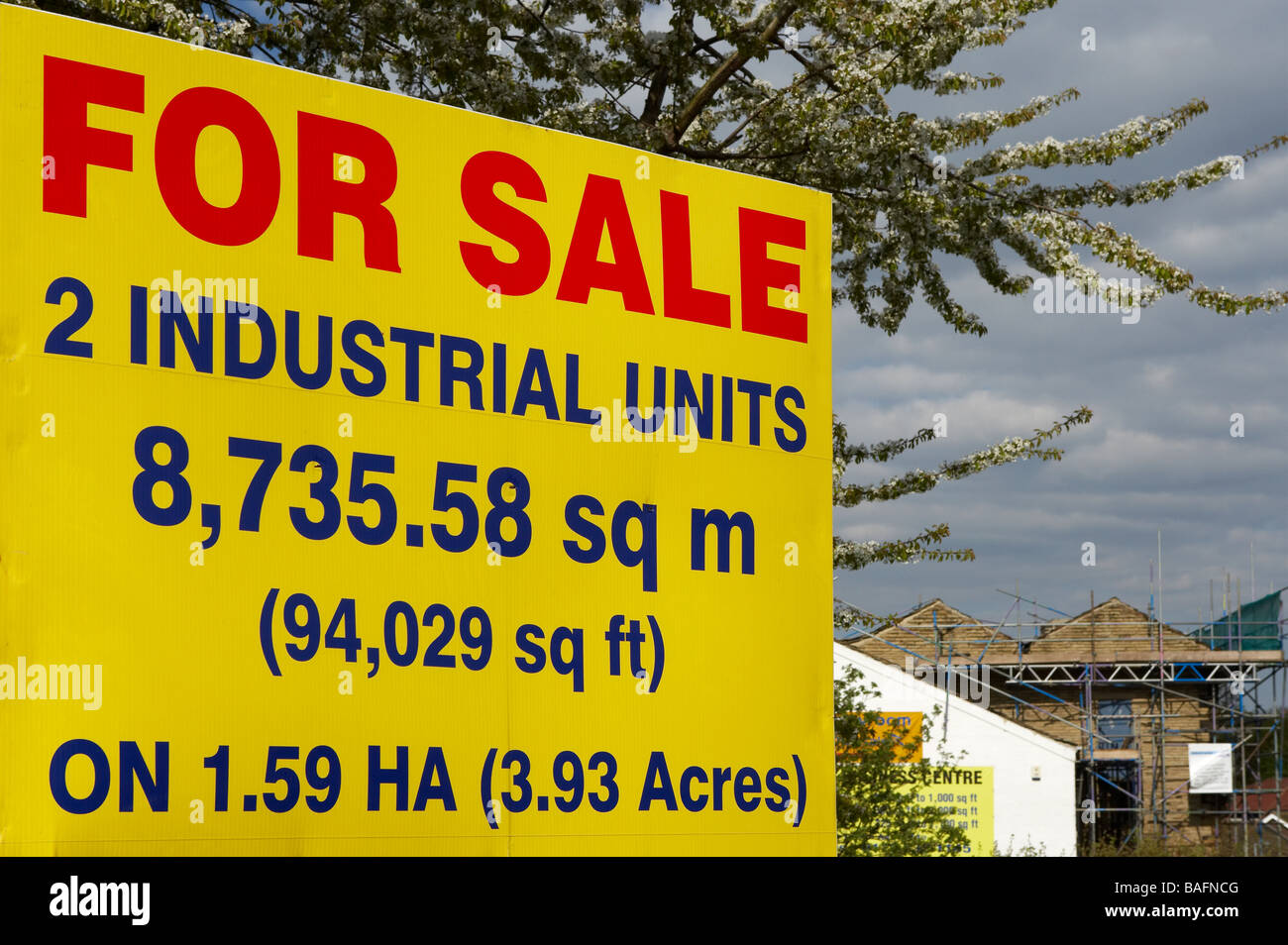 INDUSTRIAL COMMERCIAL PROPERTY UNIT FOR SALE SIGN - Stock Image