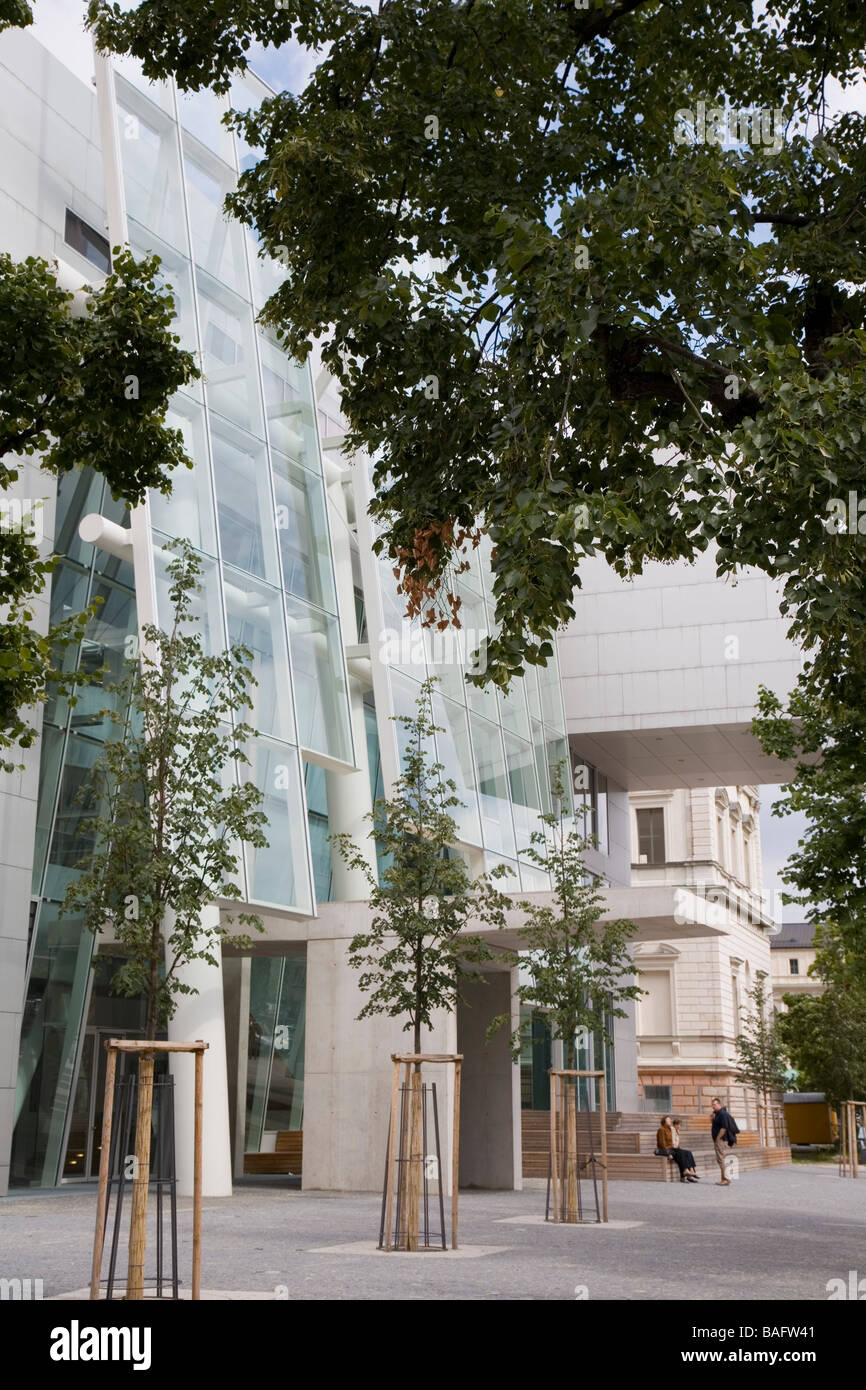 Academia of Fine Arts, Munich, Germany, Coop Himmelb(l)au, Academia of fine arts main entrance under the trees. - Stock Image