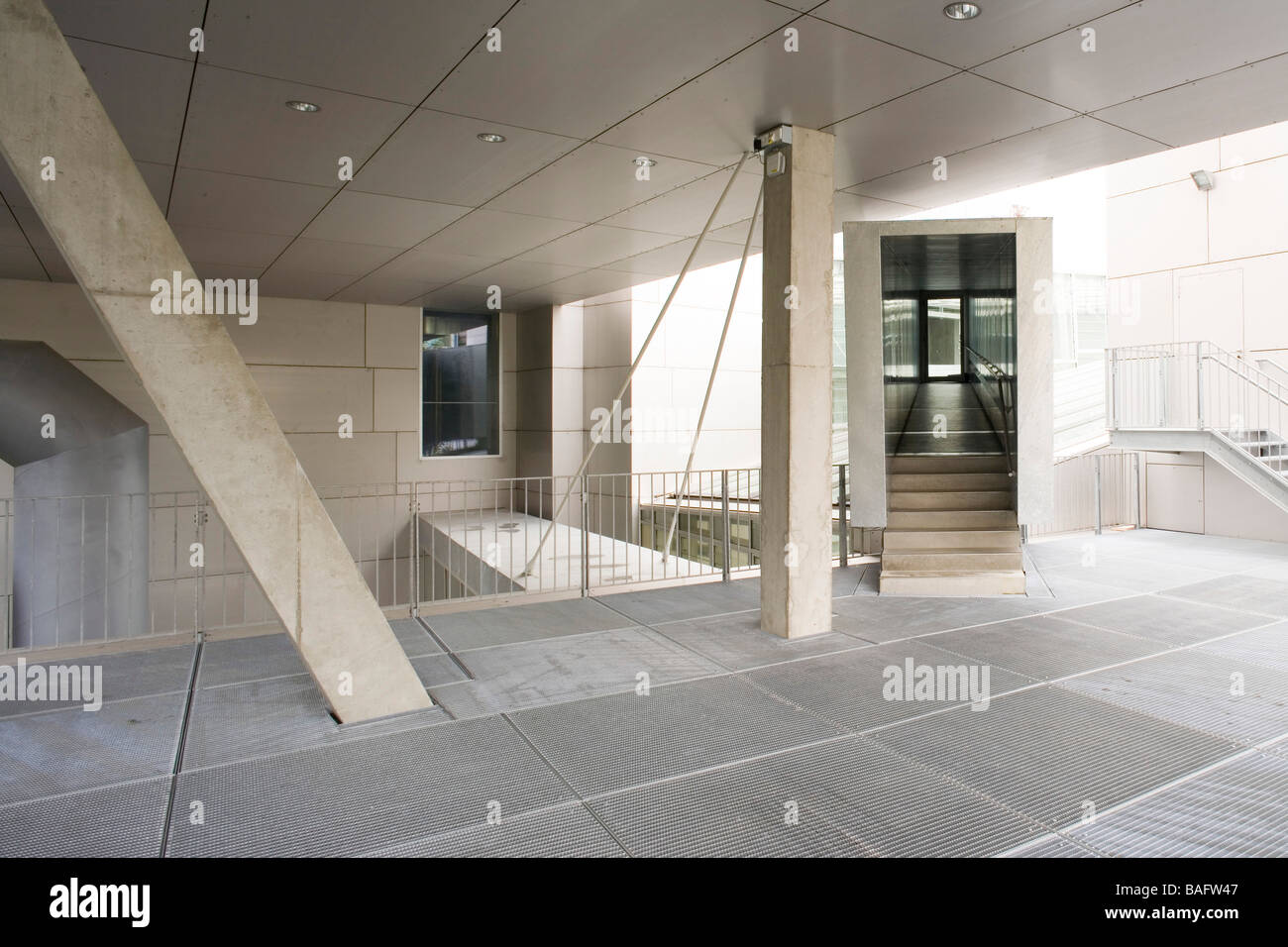 Academia of Fine Arts, Munich, Germany, Coop Himmelb(l)au, Academia of fine arts terrace with cantileaver over head. - Stock Image