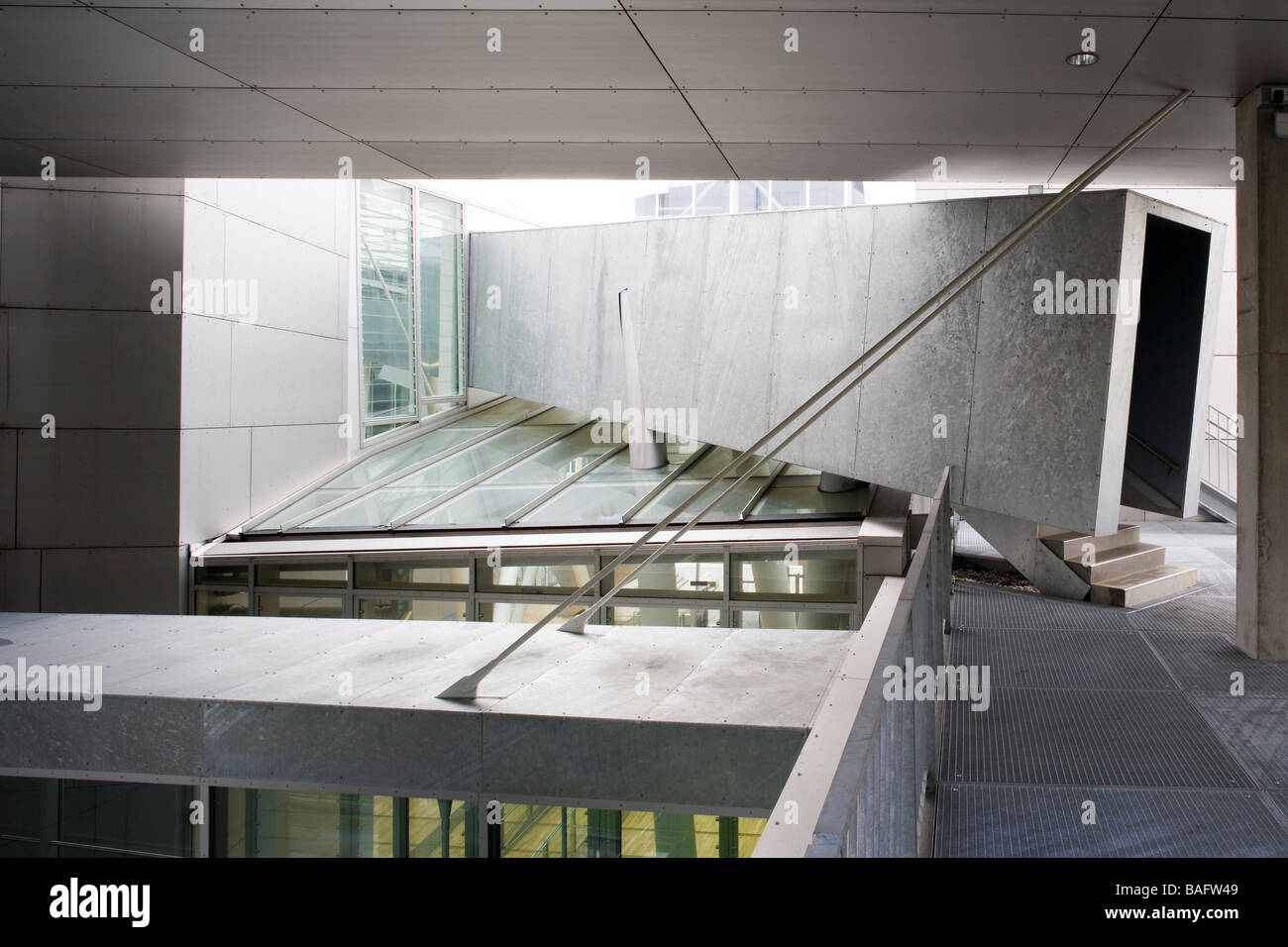 Academia of Fine Arts, Munich, Germany, Coop Himmelb(l)au, Academia of fine arts tunnel to the terrace with atrium - Stock Image