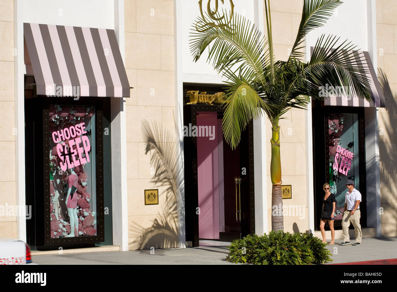United States, California, Los Angeles, Beverly Hills, Rodeo Drive, couple in front of Juicy Couture store - Stock Image