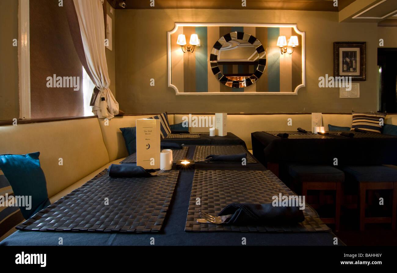 English village pub restaurant interior showing cosy pub grub atmosphere - Stock Image