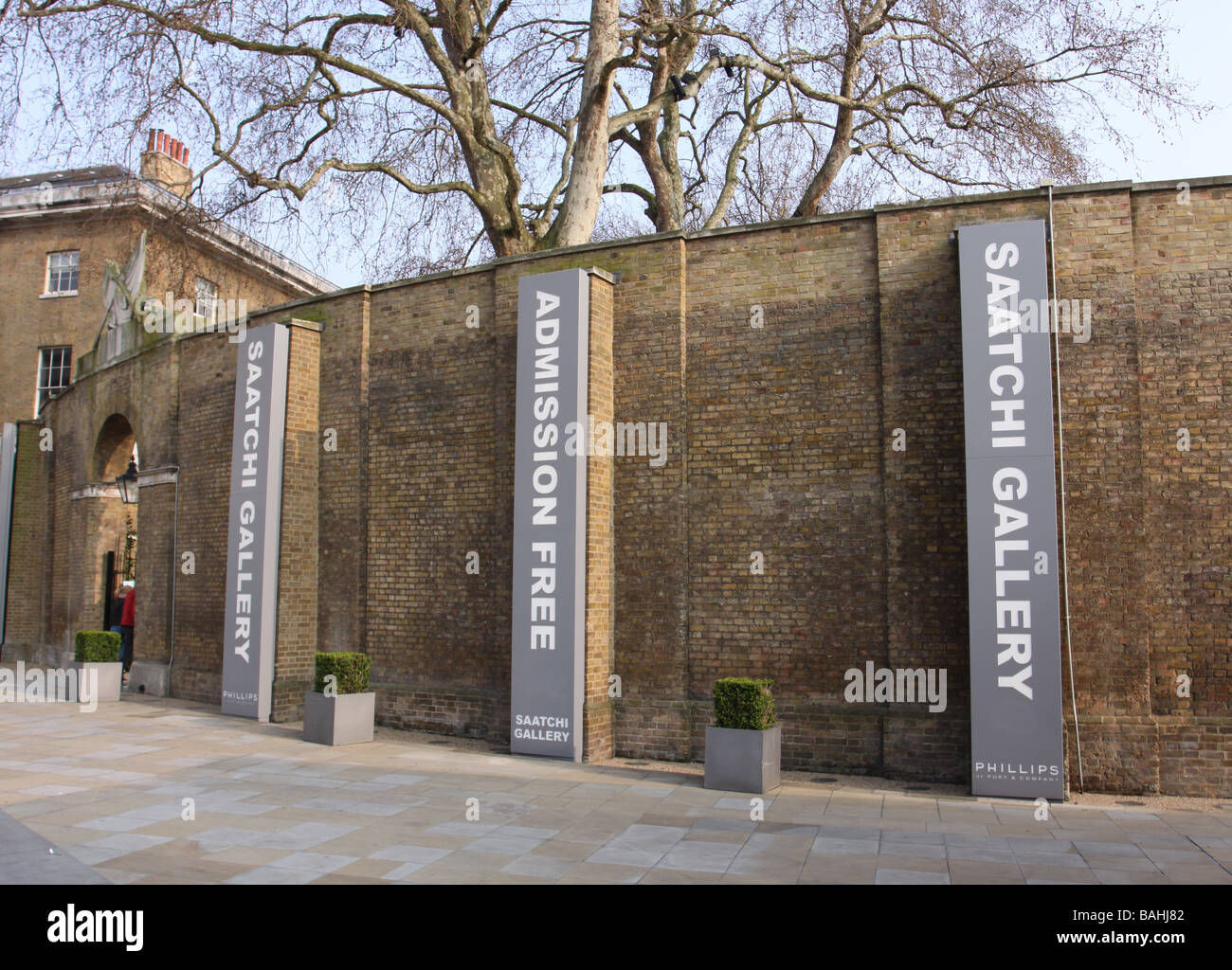street entrance to Saatchi Gallery on King Road Chelsea London England  April 2009 - Stock Image