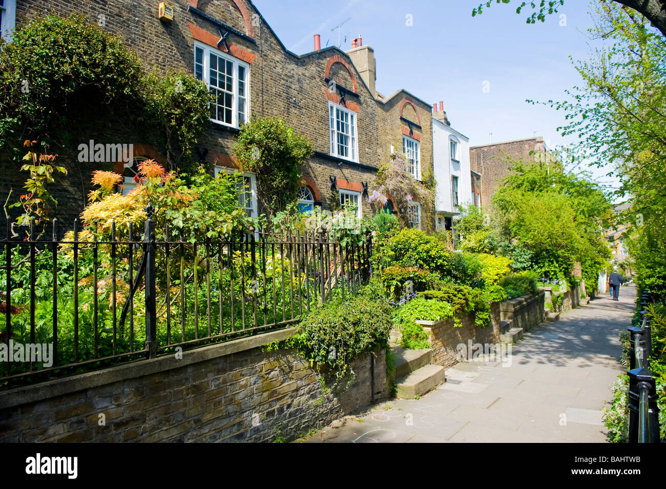 Spring in Hampstead Village , picturesque old cottages & gardens in Flask Walk - Stock Image