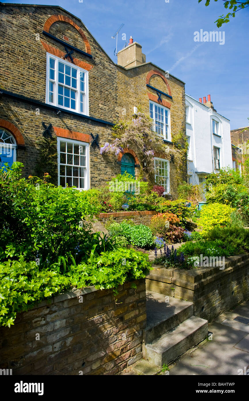 Spring in Hampstead Village , picturesque old cottages , house , houses & gardens in Flask Walk - Stock Image