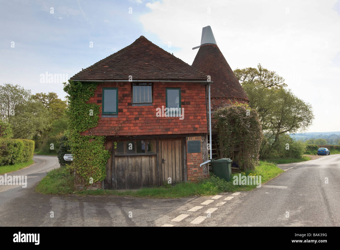 Triangle Oast, situated on a three way road junction near Chiddingstone, Kent. Now Converted to living Accommodation - Stock Image