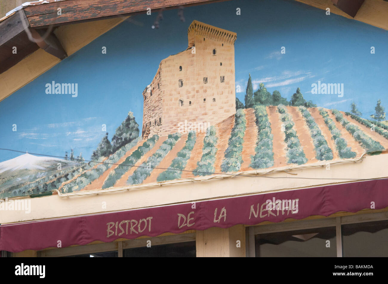 bistrot de la nerthe on the town square chateauneuf du pape rhone france - Stock Image
