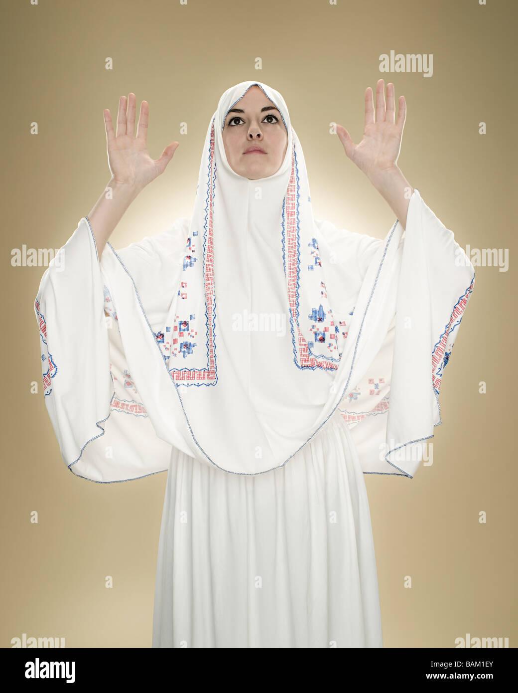 A young muslim woman praying - Stock Image