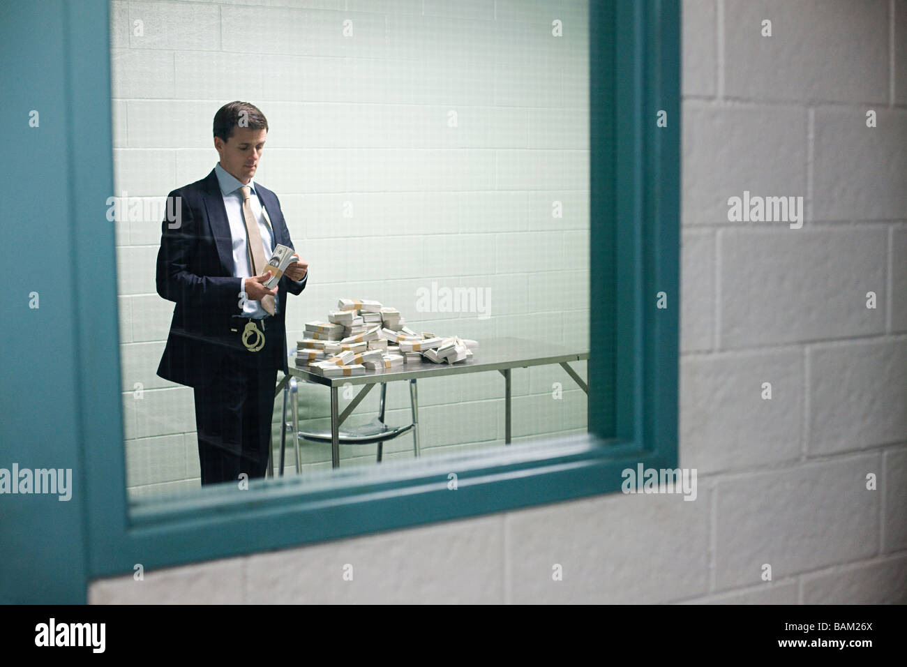 Detective looking at money - Stock Image