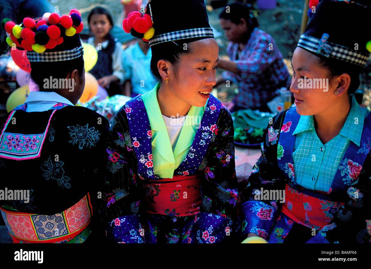 Laos, Luang Prabang, Hmong minority, Hmong women talking - Stock Image