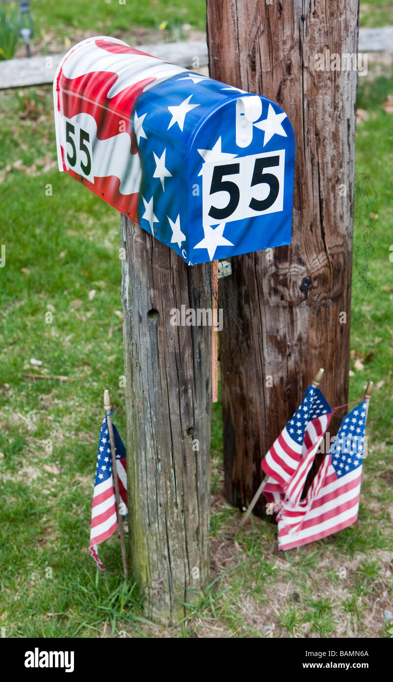 Patriotism at the mailbox in Barnstable, Massachusetts, USA, on Cape Cod - Stock Image