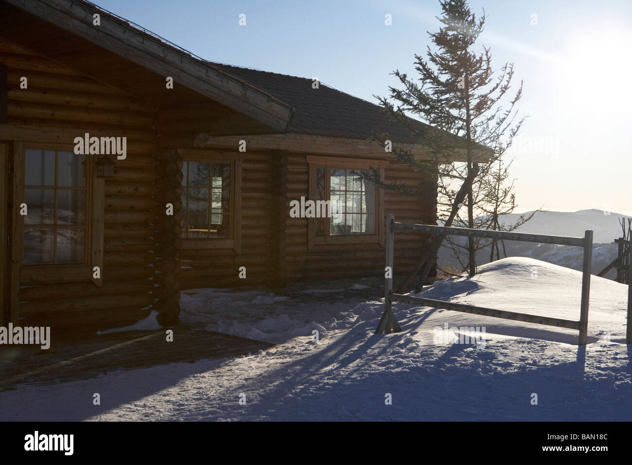 The exterior of a log cabin - Stock Image