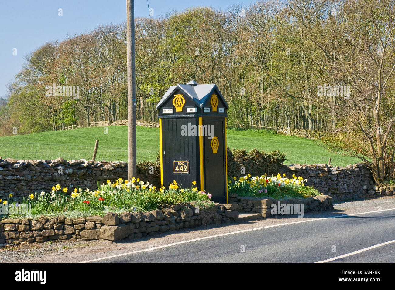 Old AA telephone box at the road side near Aysgarth, Wensleydale, North Yorkshire - Stock Image