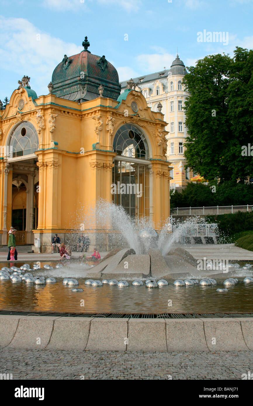 View Fountain and Spring water Colonnade in Marianske Lazne aka Marienbad -Czech republic - Stock Image