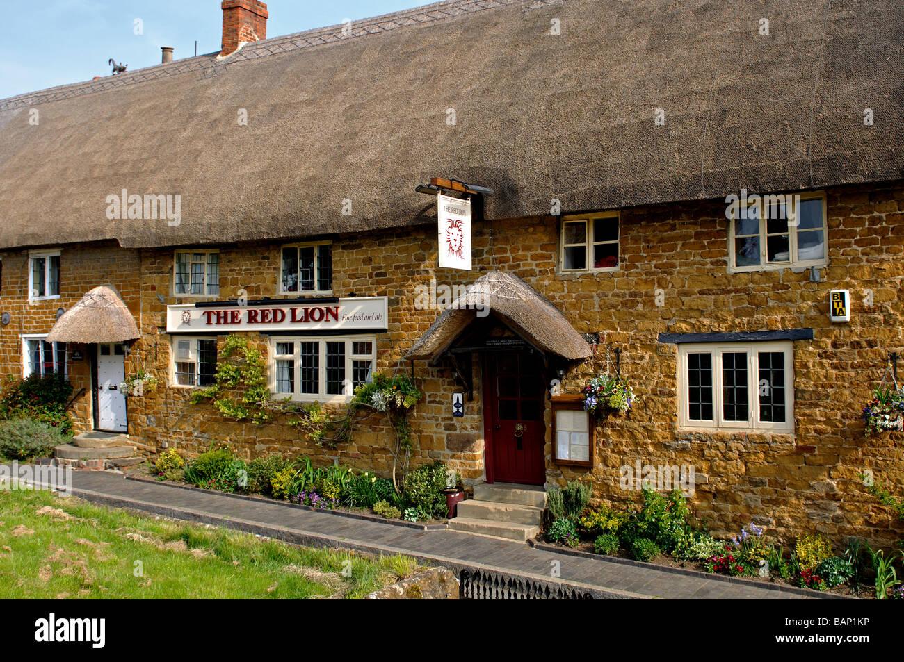 Red Lion pub, Cropredy, Oxfordshire, England, UK - Stock Image