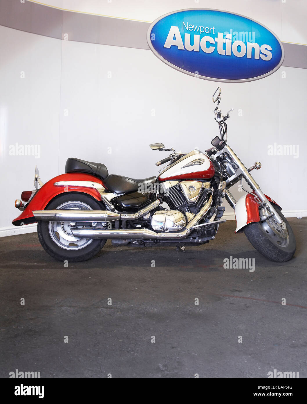 Suzuki Intruder 1500 LC for sale at Newport Auctions - Stock Image