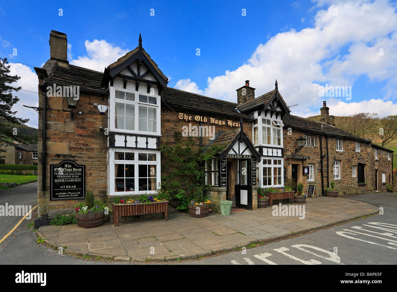The Old Nags Head pub start of the Pennine Way Edale Derbyshire Peak District National Park England UK - Stock Image