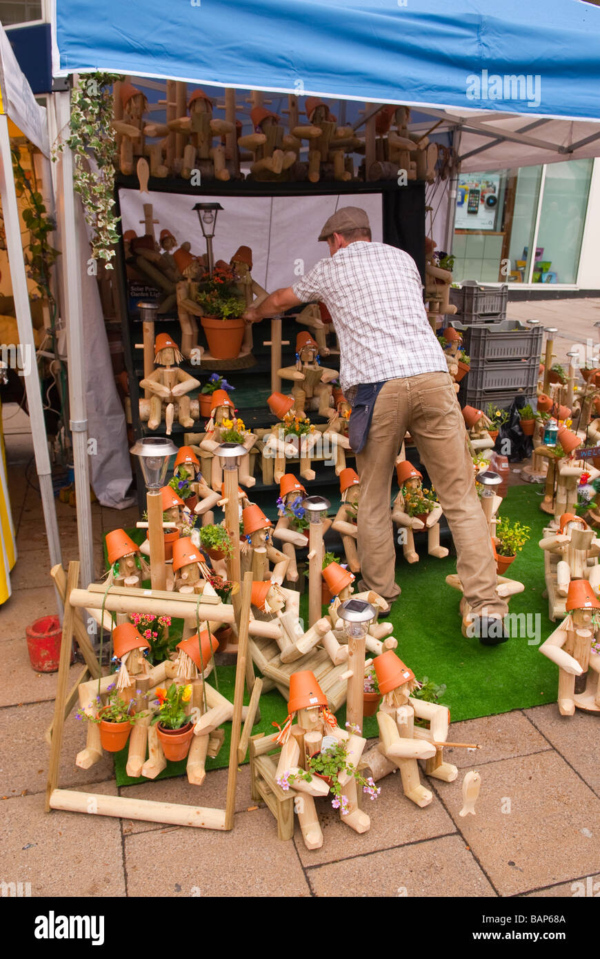 A man selling flowerpot men plant holders for the garden on a market stall in Norwich & Flowerpot Men Stock Photos \u0026 Flowerpot Men Stock Images - Alamy