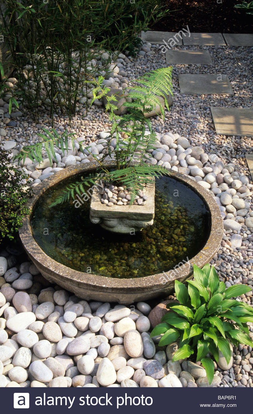 Merveilleux Shallow Bowl Water Feature Japanes Style In Small Town Garden Surrounded  With Attractive White Stone And