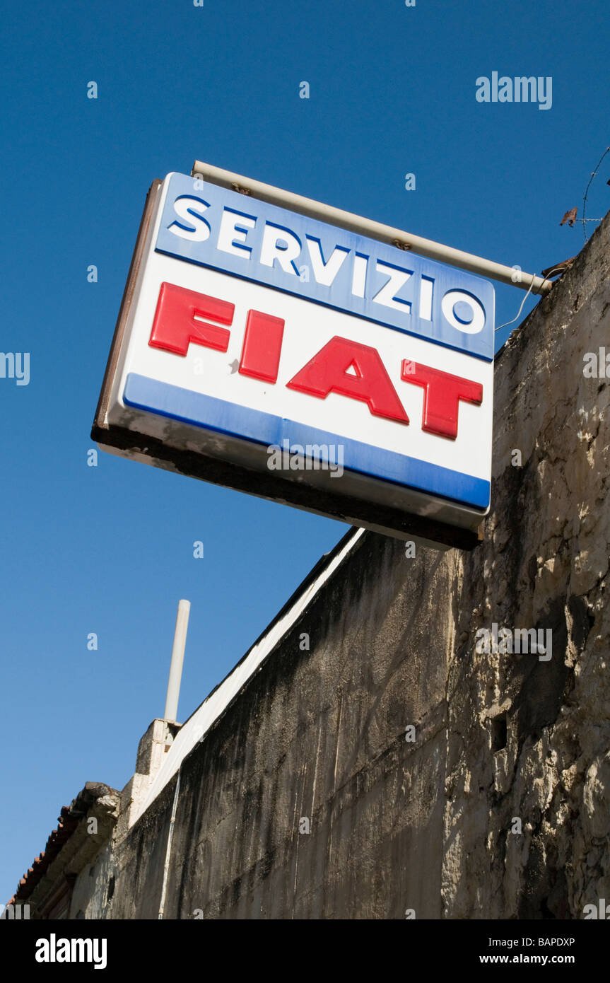 fiat service servicing repair repairing car market Italian Italy industry fix it again tomorrow reliability reliable - Stock Image